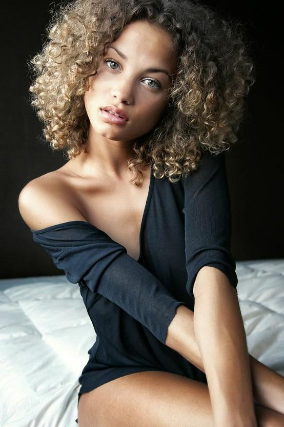 Blonde Short Curly Style