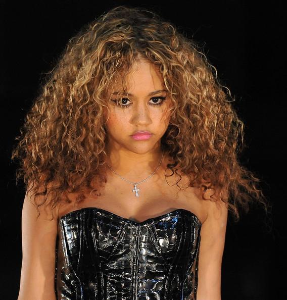 Kat-DeLuna-wild-curls