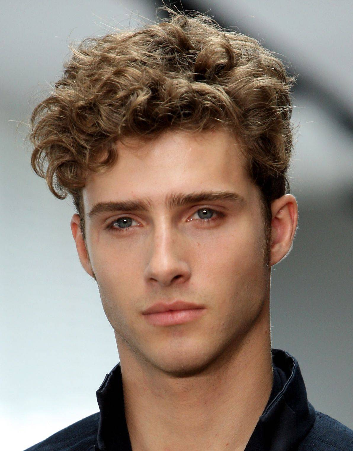 mens-short-curly-hair-style