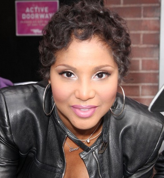 toni-braxton-short-curly-hairstyles-for-black-women