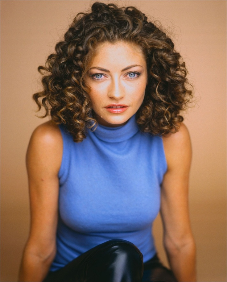 rebecca-gayheart-medium-length-curly-bob-hair-style