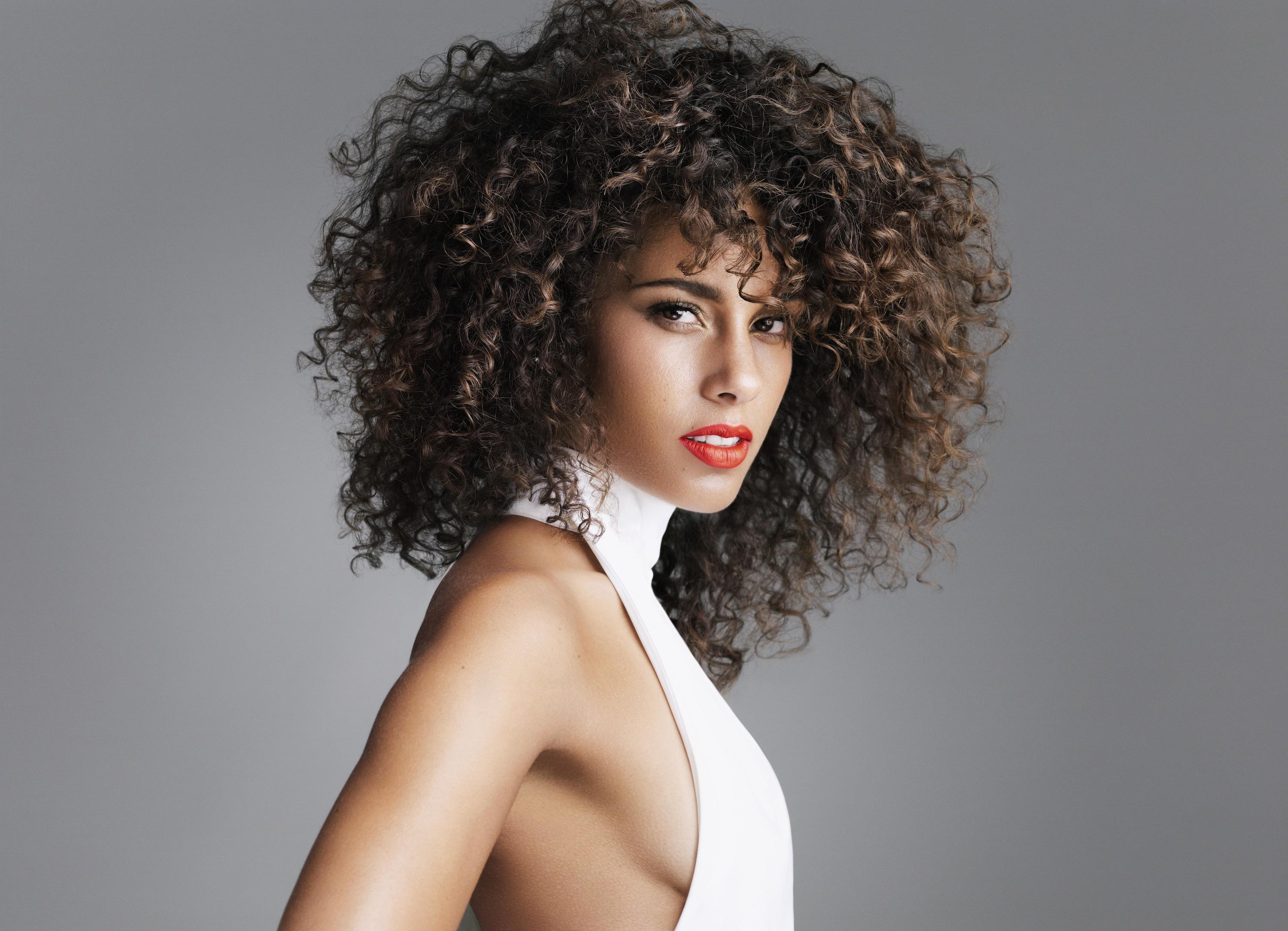 Alicia Keys Curly Hair Style